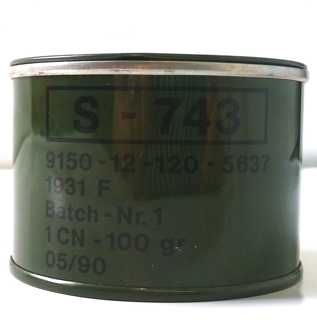 Vaseline combat field can